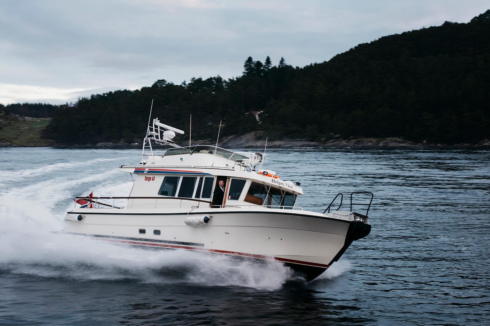 Targa båt fotografert ved Helgøy i Ryfylke. Far og sønn, Jon Arne og Kristen Helgøy.  Foto: Tommy Ellingsen